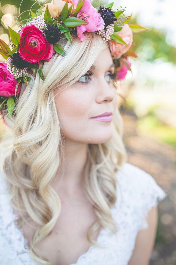 Coiffures de mariage cheveux longs avec des fleurs